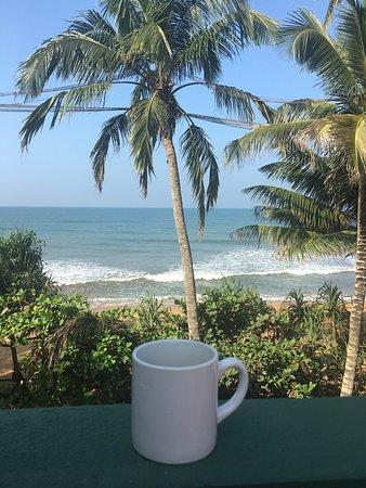 Payagala, Sri Lanka: Отель расположен на первой береговой линии , что даёт ему огромное преимущество! Собственный пляж, без толп туристов . Если вам нужен Релакс - самое то!