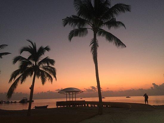 Raa-atollen: Arrival jetty at sunset