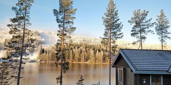 Villa Ozerosta avautuvat kauniin maisemat Syvärin järvelle ja Tahkon rinteille.