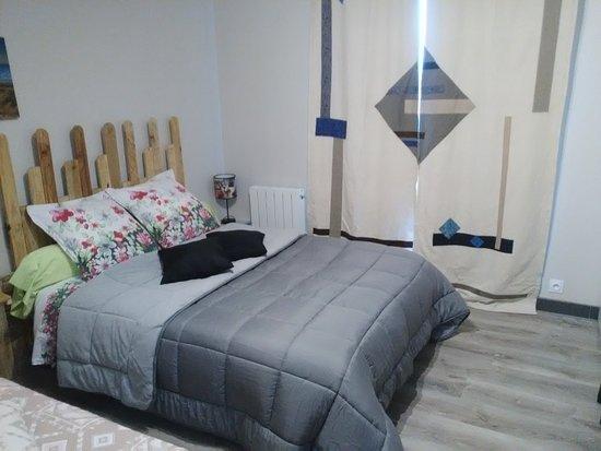 Ille-et-Vilaine, ฝรั่งเศส: la chambre Colorado 1 lit 2 place et 1 lit 1 place