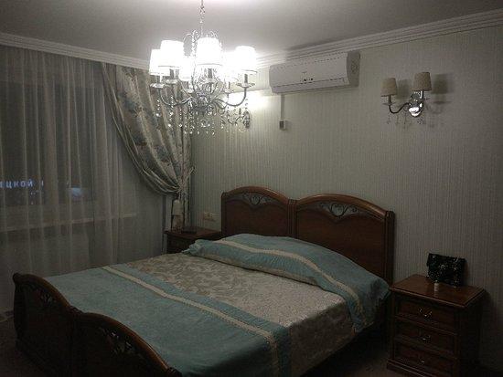 Chaykovskiy, Ρωσία: Очень уютный, чистый, тихий и теплый отель. Свежий ремонт, приятный администратор. Мини бар за отдельную плату в номере, завтрак бесплатный.