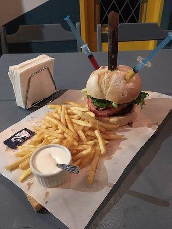 Becco Burguer: Cerveja artesanal de Poços de Caldas com Becco Burger Bom lugar Atendimento simpático! Valeu!