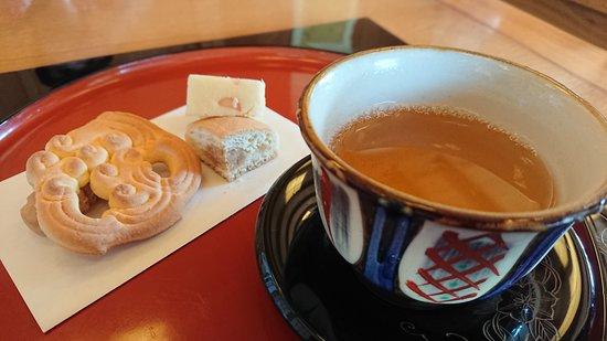 首里城のお茶屋さん。さんぴん茶と琉球菓子。