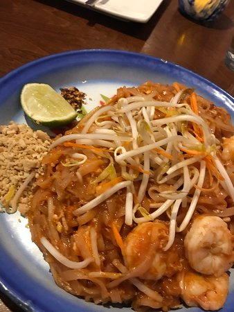 Pad Thai with shrimps and peanuts...that's delicious...