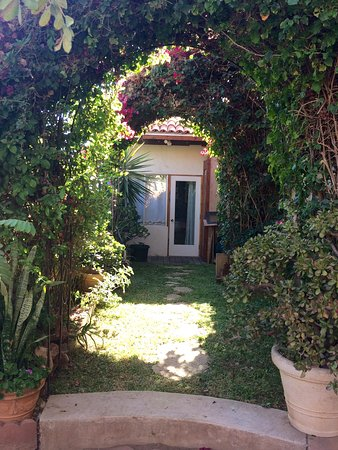 Access to the room Jardin with it's private entrance