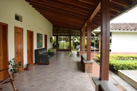 Kamal Country House: Alojamiento campestre en el eje cafetero, finca en el area rural rodeada de naturaleza pura, disfruta de una esplendida piscina al aire libre.