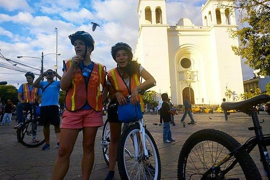Visite historique de San Salvador en...