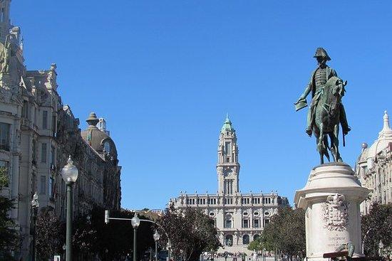 Porto destaca excursão a pé em grupo...