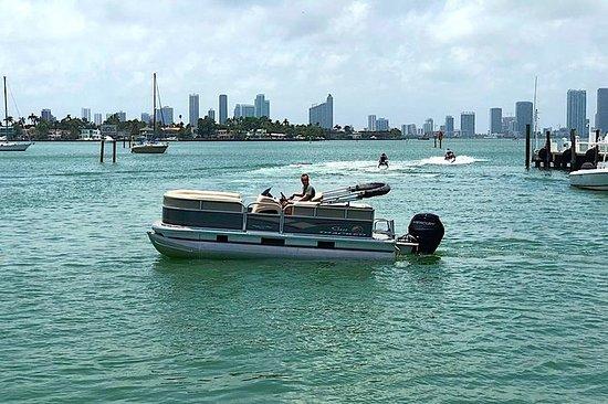 在迈阿密租一艘18英尺的浮桥船