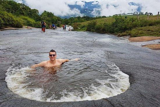 不受欢迎的道路:Quebrada las Gachas及其天然的按摩浴缸