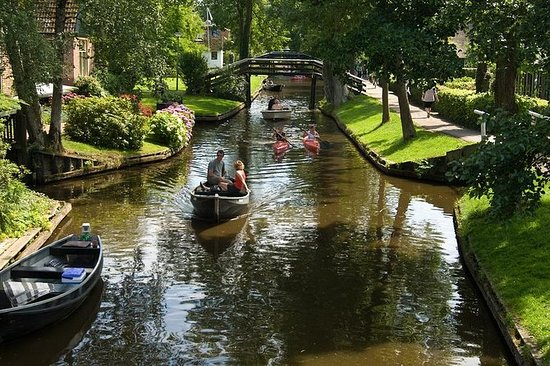 Giethoorn Private Guided Day Tour by ...