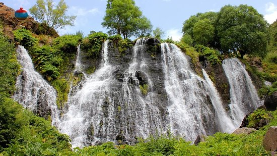 Syunik Province, Αρμενία: The Shaki Waterfall is situated 6 km from the town of Sisian. On the left side of the river Vorotan's gorge, basalt lava flows have solidified to form a ledge 18 meters high from which the waterfall cascades down.