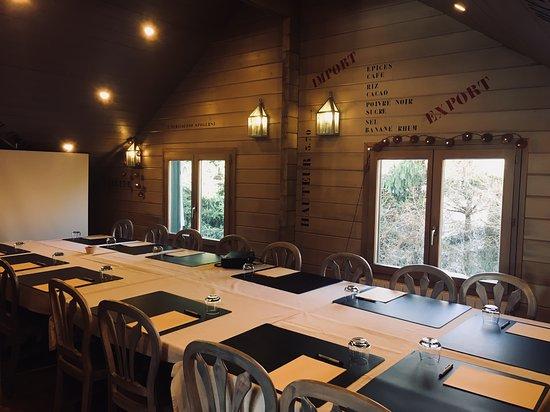 Salle de réunion entièrement équipée capacité (16 personnes)