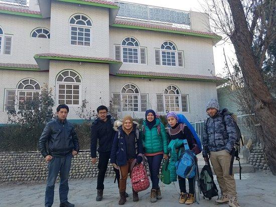 Dewanekhas Restaurant Skardu: pakistan tour packages price