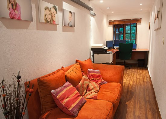 Paulshof Guesthouse and Apartments: 3 bed unit office