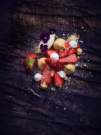 Mantta-Vilppula, Finnland: Strawberries with white chocolate Picture: Antti Hallakorpi