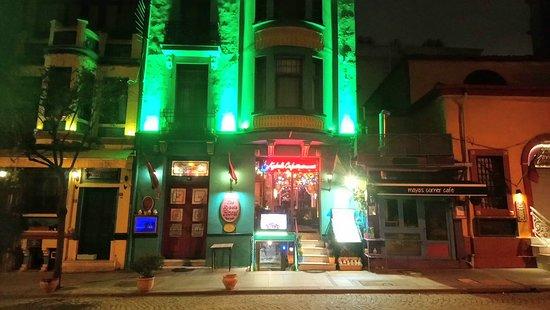 Das Foto Wurde Im Januar Gemacht Noch Keine Aussenbestuhlung Moglich Dafur Farbenfroh Photo De Kybele Restaurant Istanbul Tripadvisor