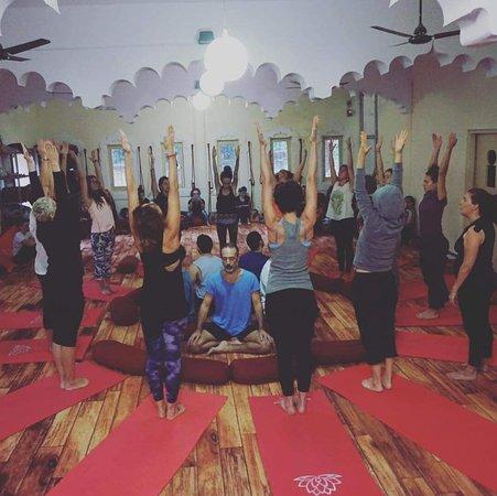 Centro Medicina Natural Generosa Flores: Nada Yoga