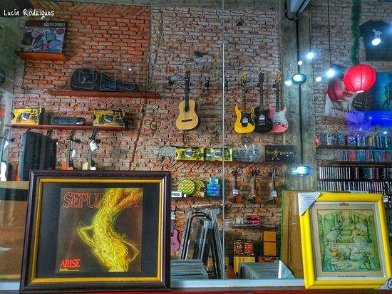 A Musical: Instrumentos, quadro com discos de vinil removível