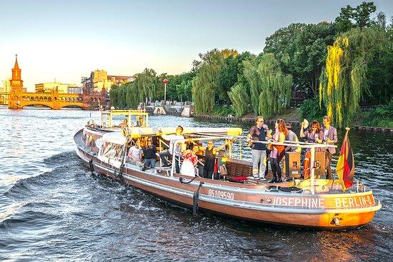 Partyboot Josi im Urbanhafen für bis zu 45 Personen