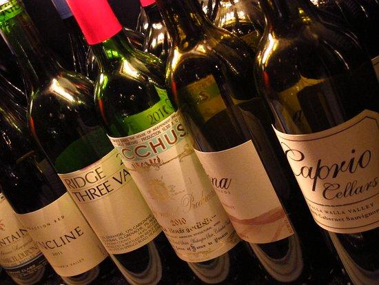 900 Wall: Extensive wine list