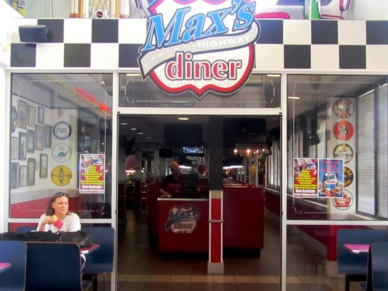 ‪‪Big Springs‬, ‪Nebraska‬: Enter through the doors of Max's for comfort food and a fun 50s themed experience.‬