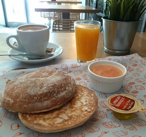 Qué bien sienta arrancar el día con un buen desayuno...😍 ¡Prueba nuestro mediterráneo y te aficionarás! 😉😊