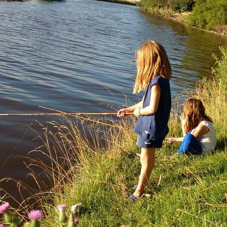 Hinojo, Argentina: Pesca en el arroyo