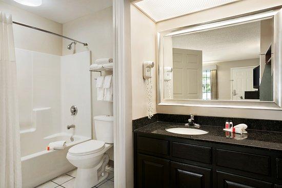 Kingsland, GA: Guestroom Bathroom