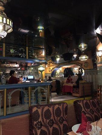 Première fois dans ce restaurant l'accueil est sympathique j'attends de déguster le couscous royale