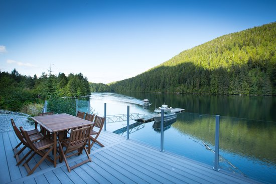 Klemtu, Canada: Time on the deck by the Great Bear Sea