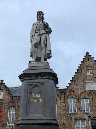 Hans Memling Statue