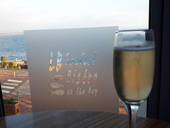 Lemonicious: sparkling wine with beautiful view
