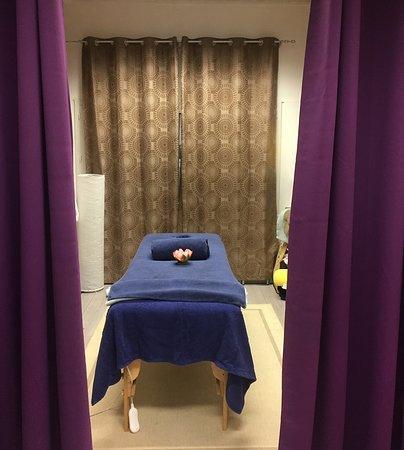 Saint-Brieuc, France: Salle de massage: la table est électrique et confortable. (autorisé 180kg)