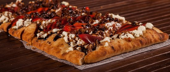 Crostini Flatbread (Goat cheese, roasted red peppers, bacon and balsamic drizzle)