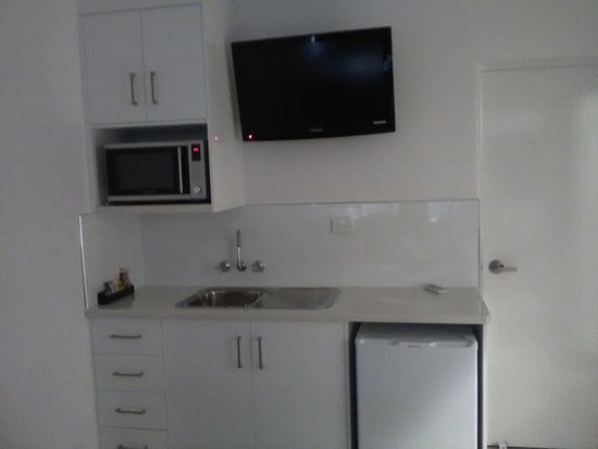 Casa Nostra Motel Mackay: Kitchenette in our family rooms, fully self contained, it's a must to stay in such comfort. Ph. 49 51 1288 inquires.