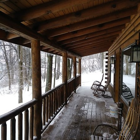 Balcony - Pine Cove Lodging - Amish Country Lodging Photo