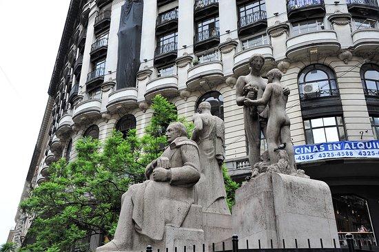 Monumento a Roque Saenz Pena