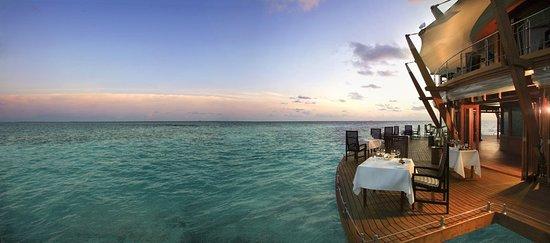 Baros Island: Restaurant
