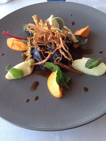 Restaurant Isabelle Auguy : Joue de bœuf braisée au vin rouge, purée de patates douces et de panais