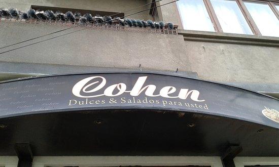 Cohen: En el exterior de la casona
