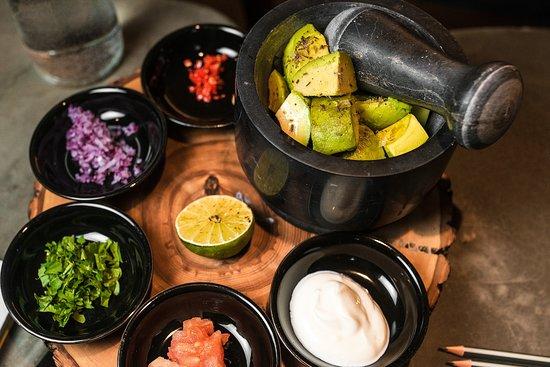 Robata Bar: Self-made гуакамоле