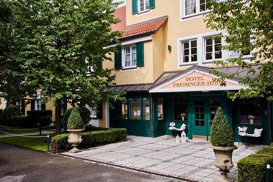 grüne oase mitten in münchen - Freisinger Hof Hotel, München ...