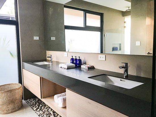 Hotel Nantipa - A Tico Beach Experience: Bathroom in Ninta Bungalows