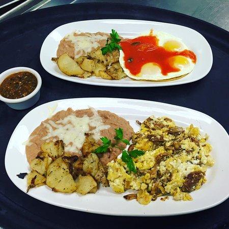 Mi Camino Restaurante: Huevos Rancheros & Machacado 