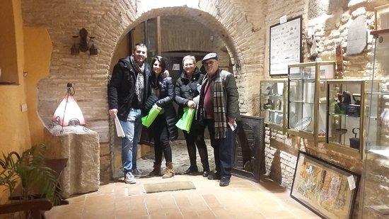 Entorno Toledo: Familia de Almería conociendo nuestro histórico subterráneo, muchas gracias y hasta pronto :) .