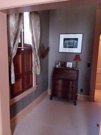 Oberlin, KS: Fireside room suite desk
