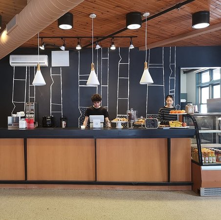 Gatineau, Canada: Stop by and sip a coffee or hot chocolate next to our fireplace.