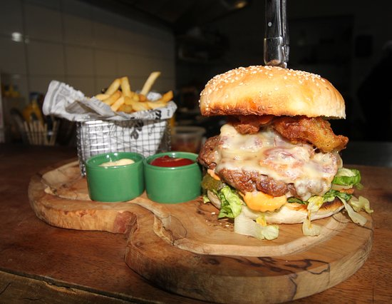 27 Curacao: 27 bar music food Number ONE Burger Builders on Curacao.