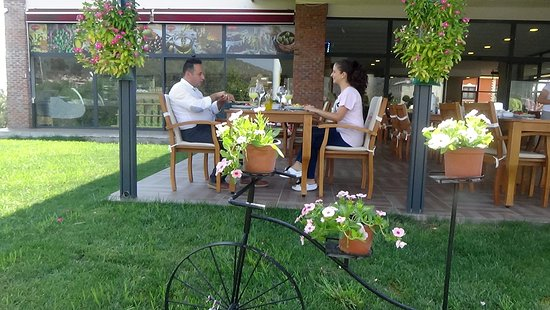 Kucukkuyu, Türkei: Küptepe Restaurant oldukça keyifli ve havadar bir mekan